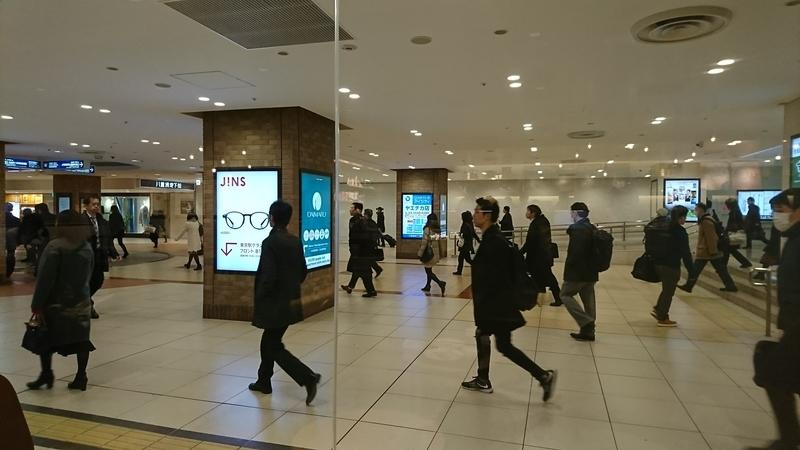 平日の東京駅