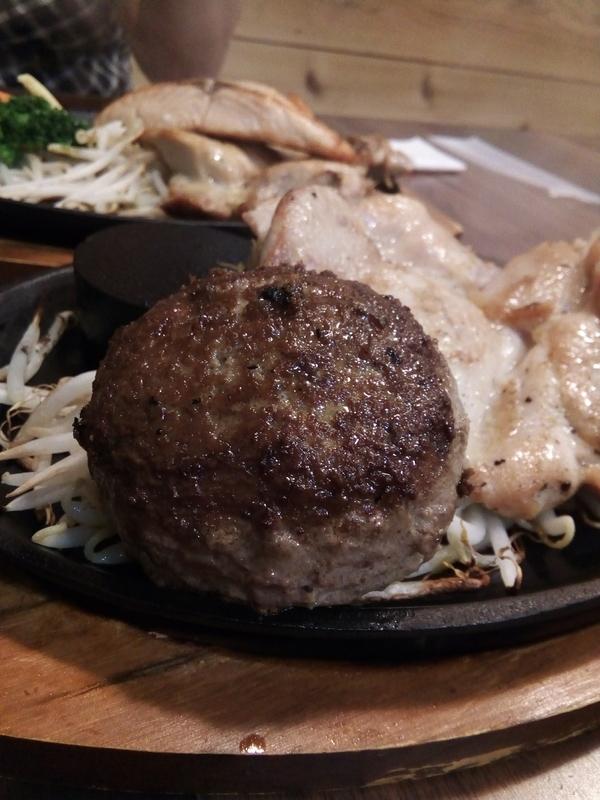鶏むね肉と赤身肉ハンバーグのセット