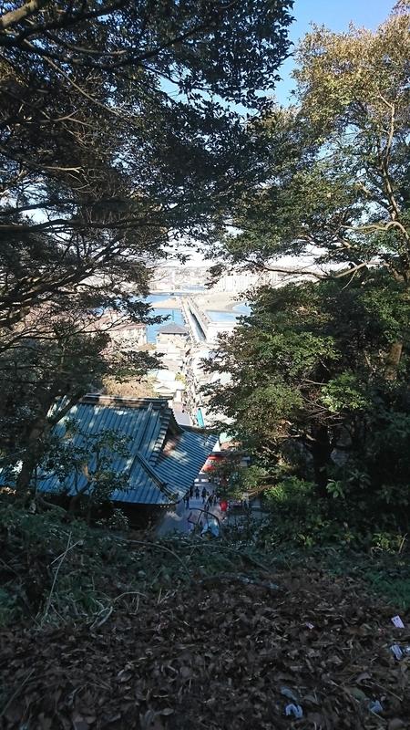 江ノ島への道を見下ろす