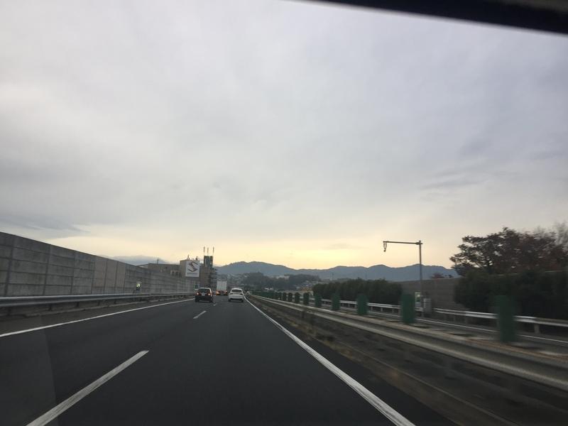 早朝の中央道