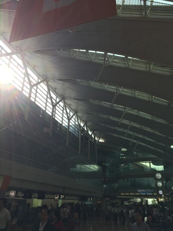 羽田空港での朝日