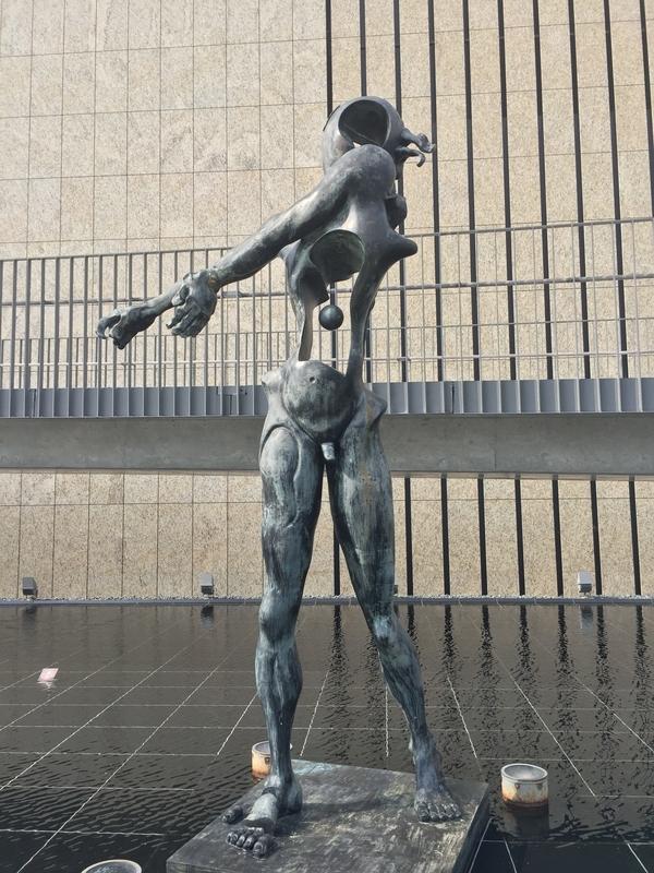 長崎県立美術館の像