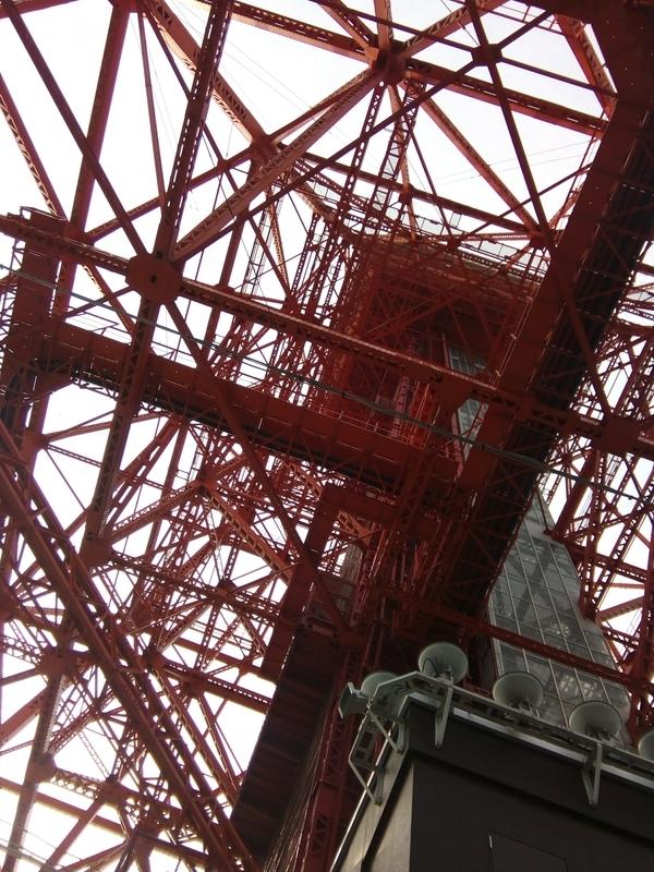 東京タワーを下から