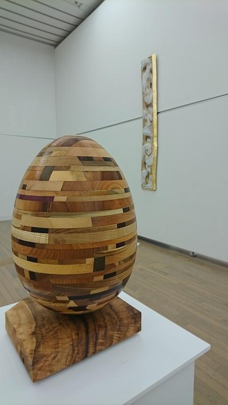 寄木細工みたいな巨大な卵