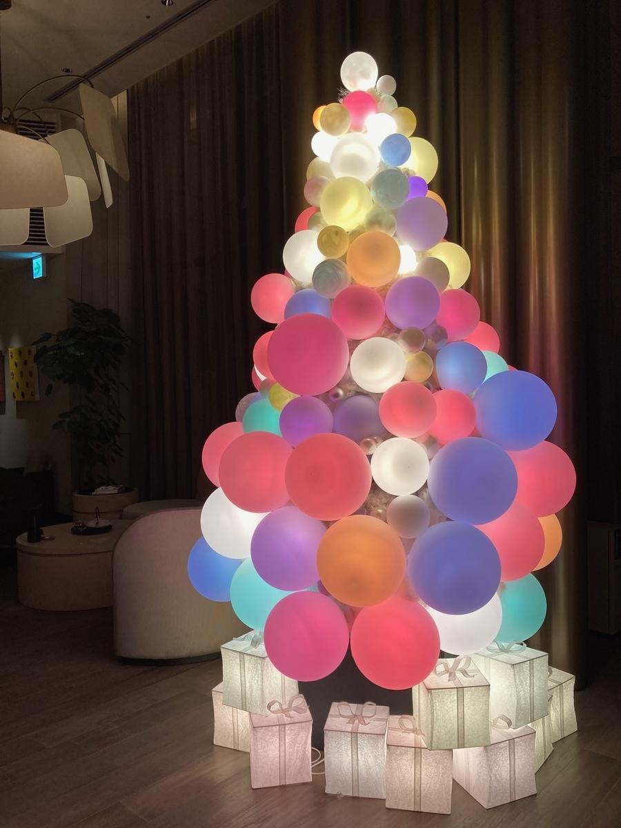 キンプトン、新宿ホテル、クリスマスツリー、ホテルロビー