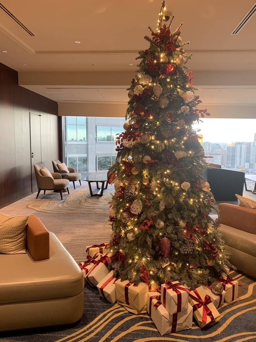 ストリングスホテル、インターコンチネンタル、クリスマスツリー、ロビー