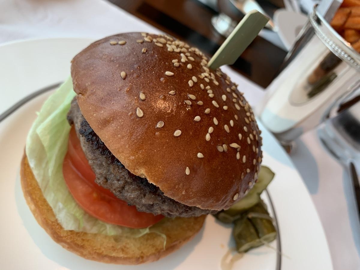 ハンバーガー、ペニンシュラ東京、ルームサービス、ホテルランチ