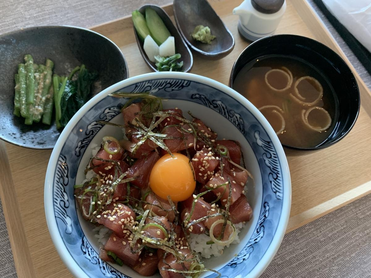 フォーシーズンズ東京大手町、ルームサービス、ホテルランチ、マグロ丼