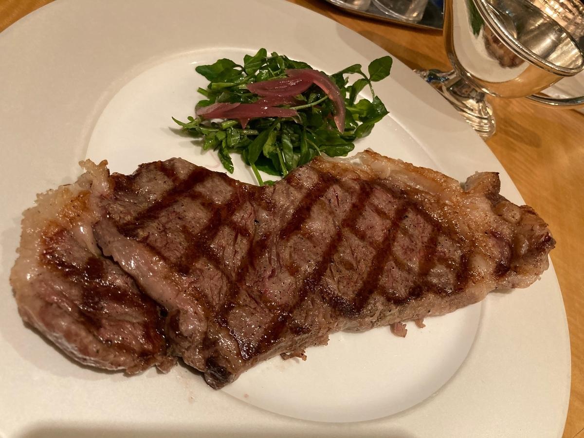 黒毛和牛、サーロインステーキ、温野菜、フライドポテト