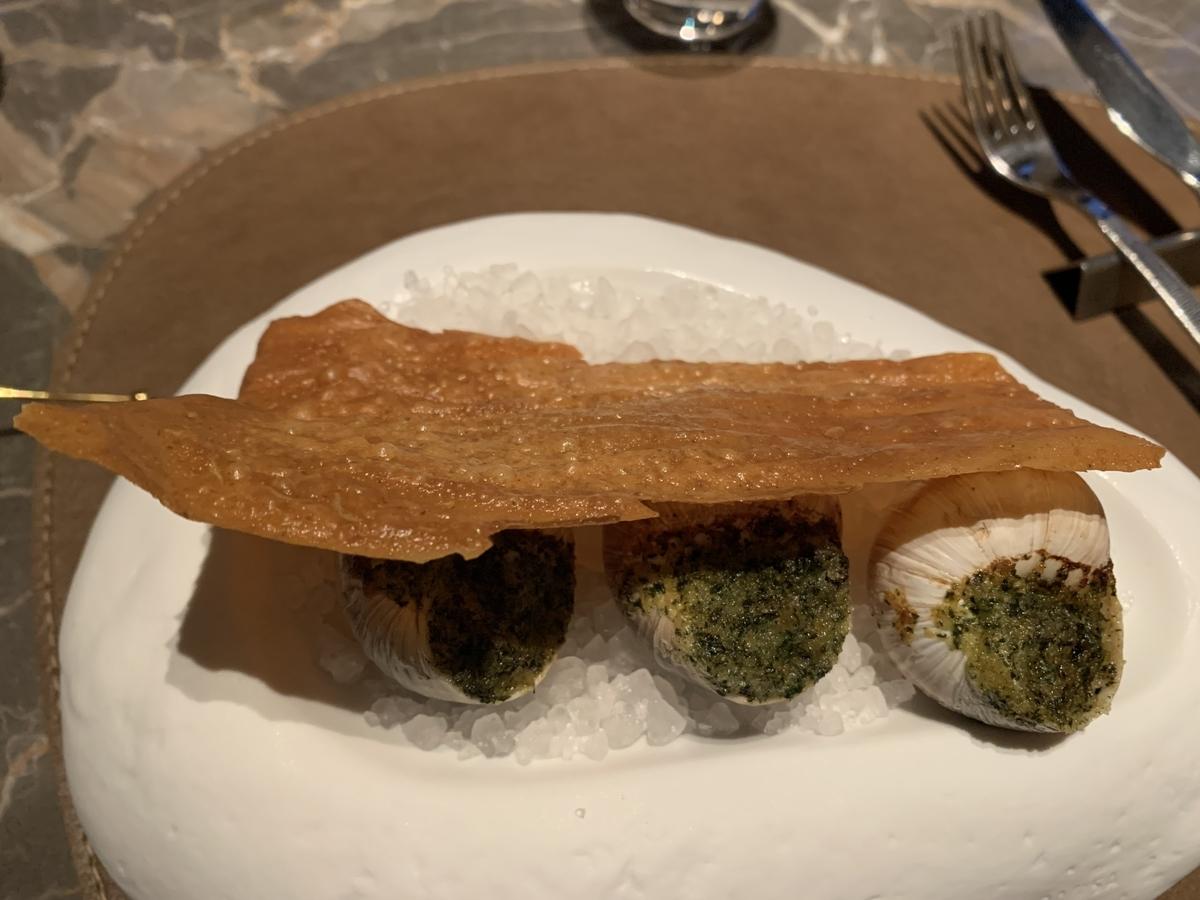エスカルゴ、 三つ葉バター、サワードウのフライ、ディストリクト