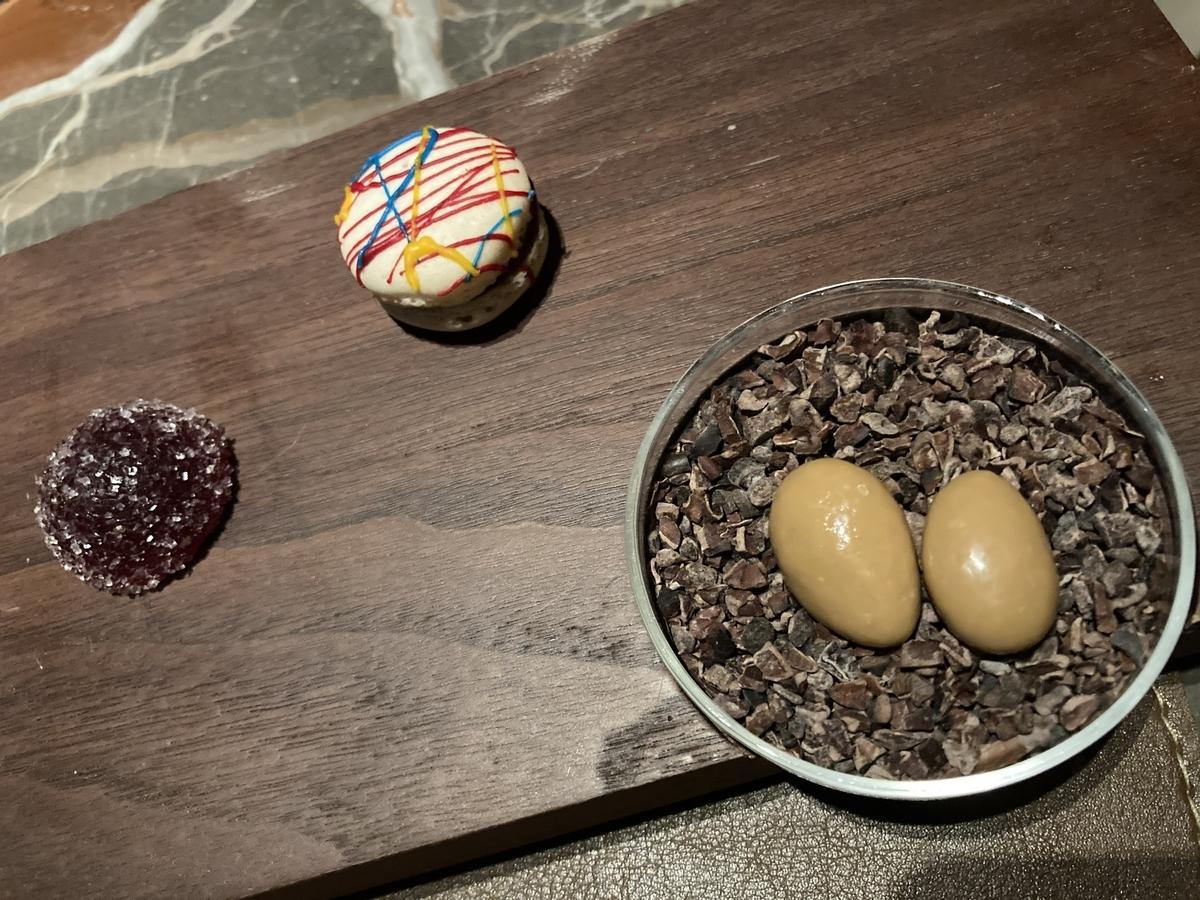 プティフール、マカロン、チョコレート