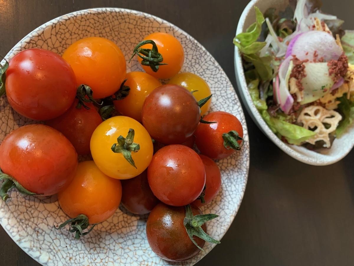 トマト、サラダ、ビュッフェサラダ
