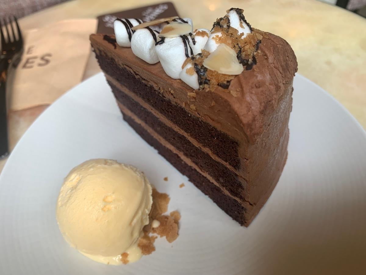 デビルケーキ、チョコレートケーキ、ジョーンズカフェ、キンプトン