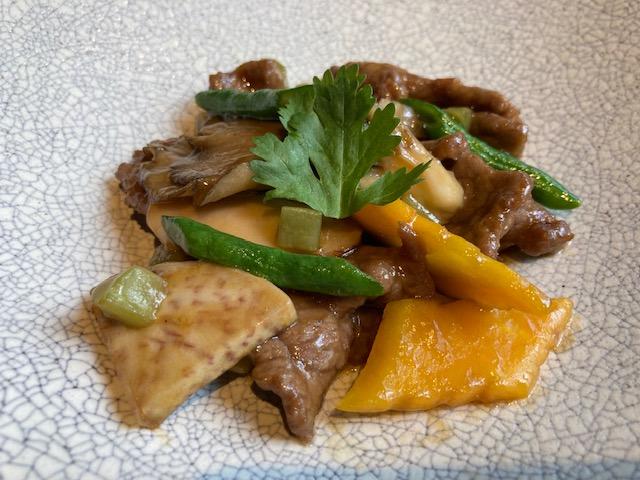 牛肉、松茸、タロ芋のオイスターソース炒め