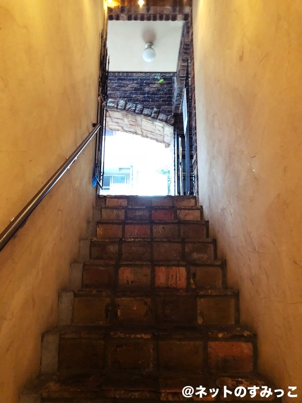 セブチ カフェ表参道_出口の階段
