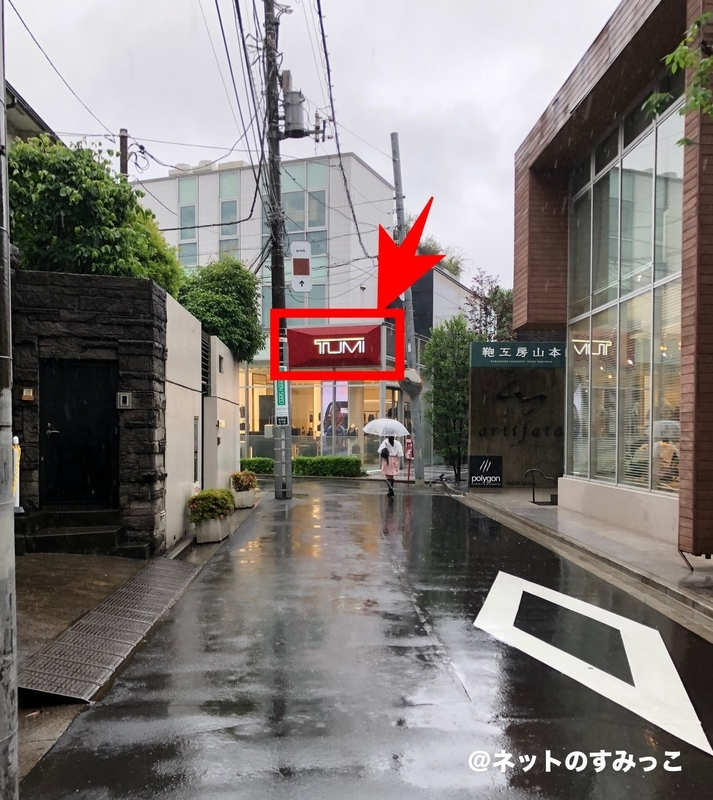 セブチ カフェ表参道_赤い看板のお店