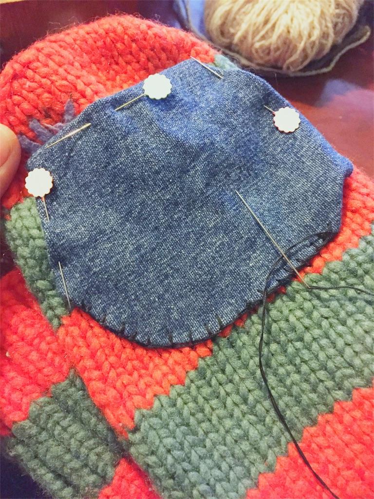 毛糸のくつ下にあいた穴を直す方法
