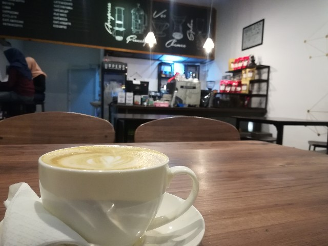 カフェで頼んだアーモンドラテ