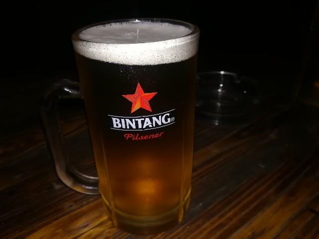 Bryantに連れてってもらった飲み屋でのビンタンビール