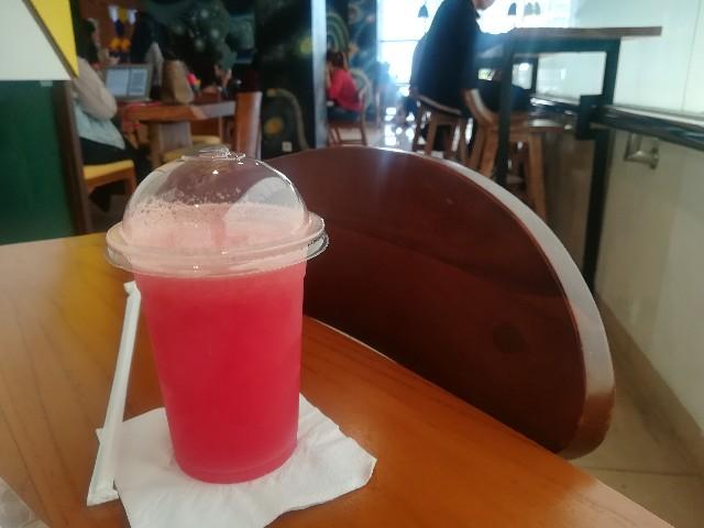 学内のカフェで飲んだスイカジュース