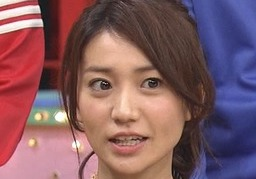 大島優子の矯正器具がテレビに映る
