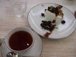チョコ木の実タルトショートケーキとビターオレンジティー