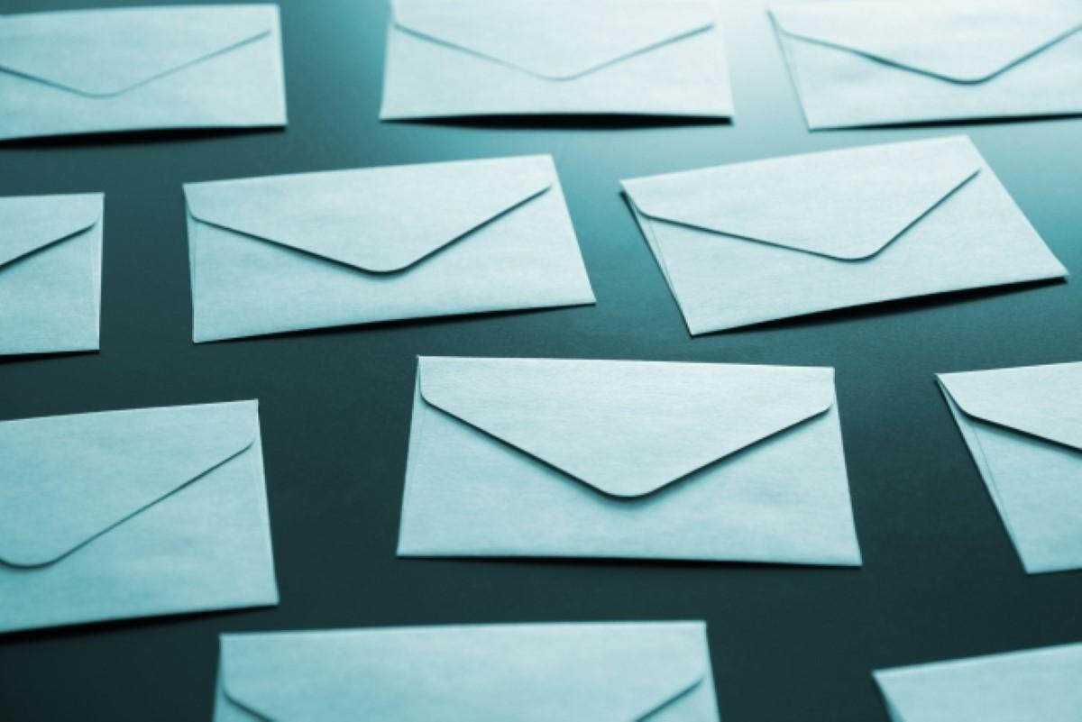 メールの宛先を並べる順番