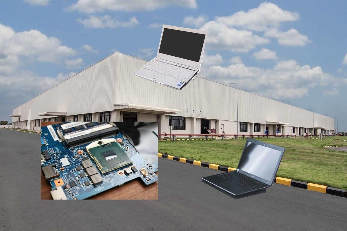 日本のパソコンメーカーの工場とパソコンと交換用部品