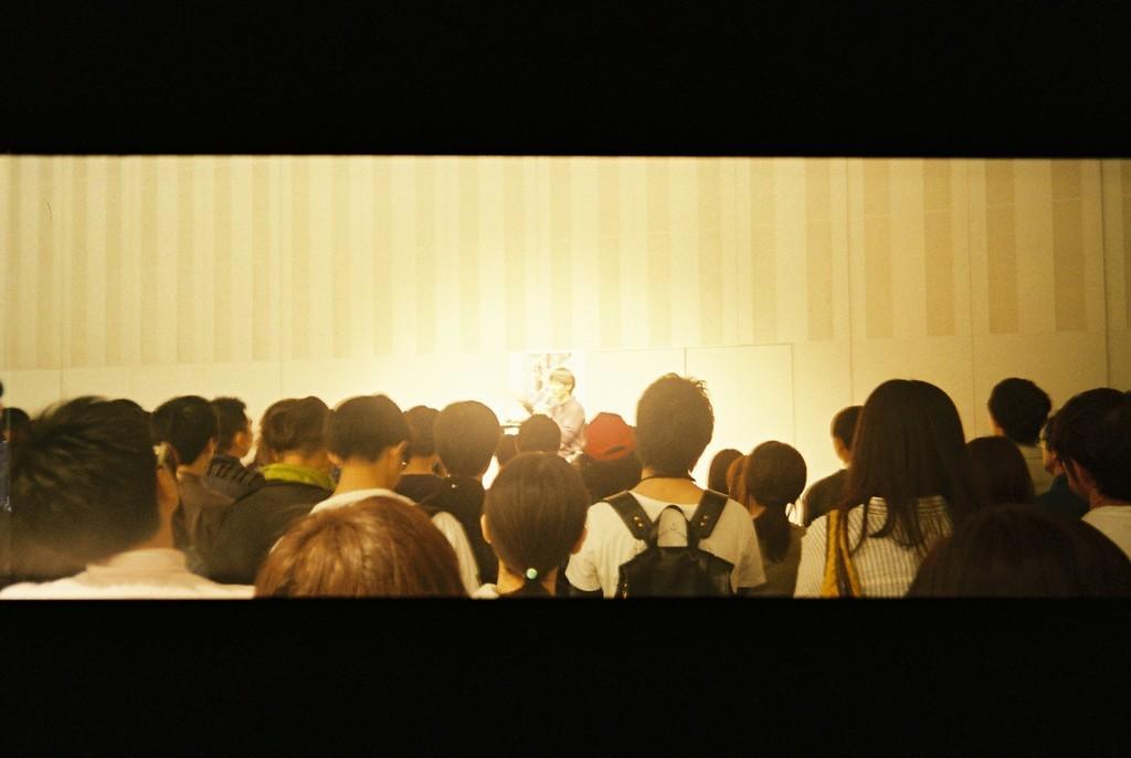 表参道ヒルズで行われていた奥山由之写真展「君の住む街」でのトークショーで