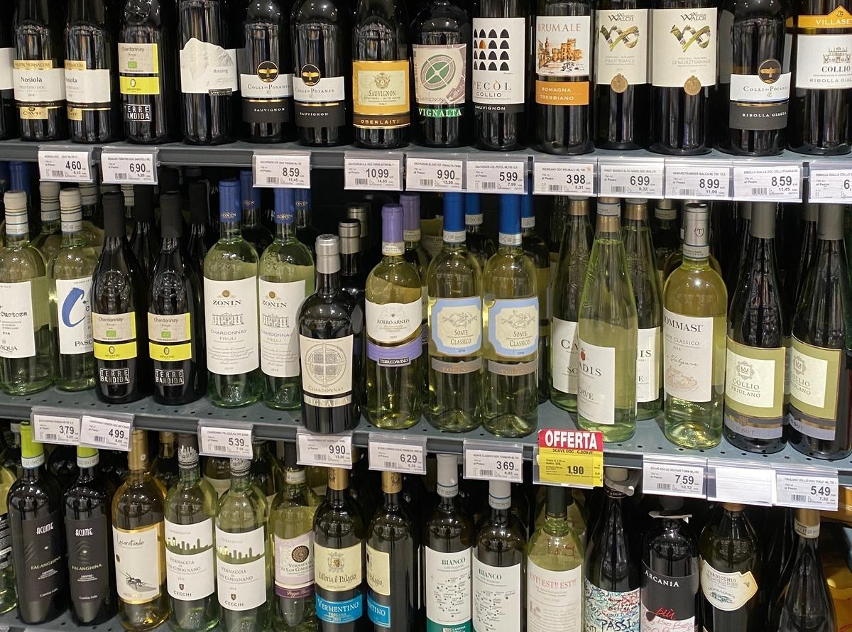 DESPAR Realto のワイン棚