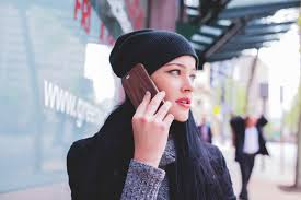 """<img src="""""""" alt=""""電話予約する女性"""">"""