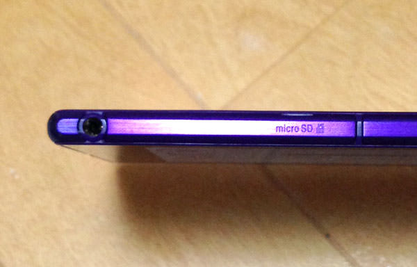 「Xperia Z Ultra」のSDカードスロットとイヤホンジャック