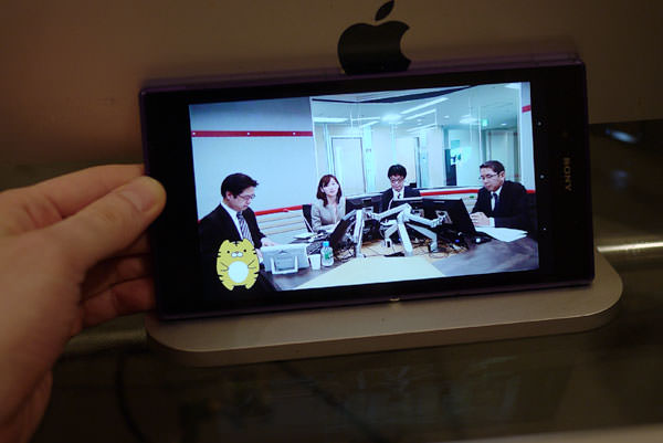 「Xperia Z Ultra」 ネット配信動画を表示させている様子