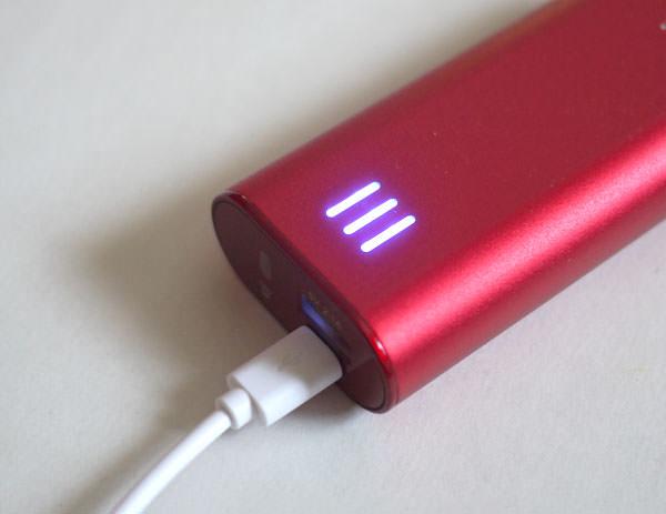 cheero Power Plus 2 mini 6000mAhの充電が完了すると側面のLEDが全部光ります
