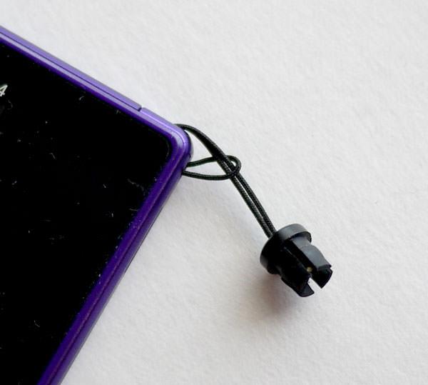 Xperia Z Ultra スタイラスペンを本体に結びつけることが出来る