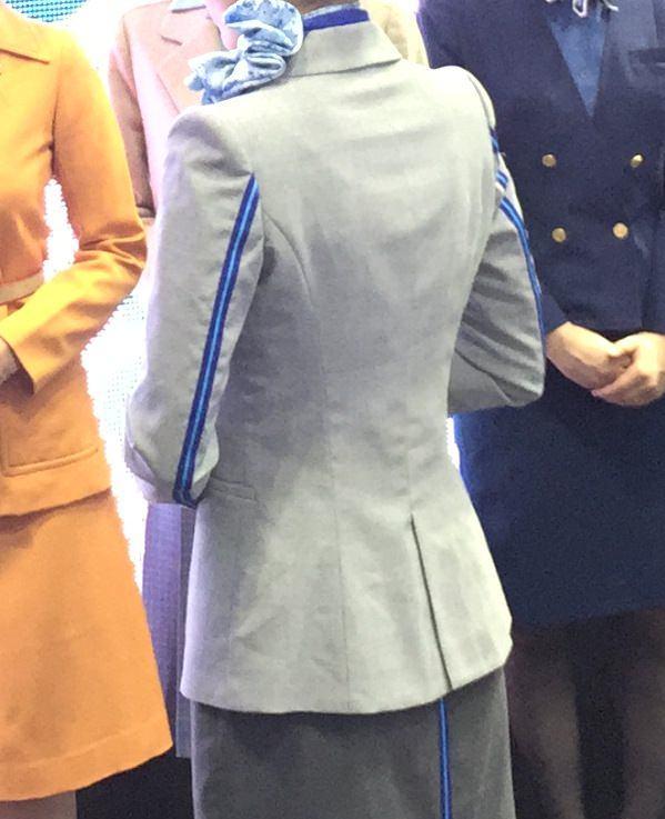 ANA新制服 10代目 背中側画像