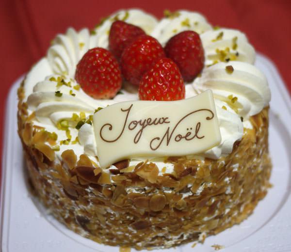 ファミリーマートクリスマスケーキ 「レ・アントルメ国立」監修の「ミルフィーユ・シャンティ」