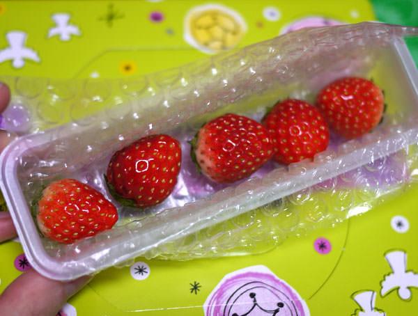 苺が別の箱に入っています