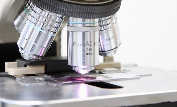 「HELIX 黒い遺伝子」各エピソードの感想とネタバレ タイトル画像(顕微鏡)