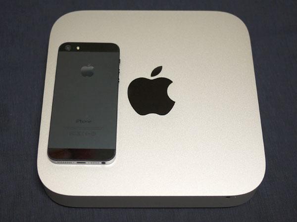 Mac mini Late 2014の大きさをiPhone 5と比較してみた