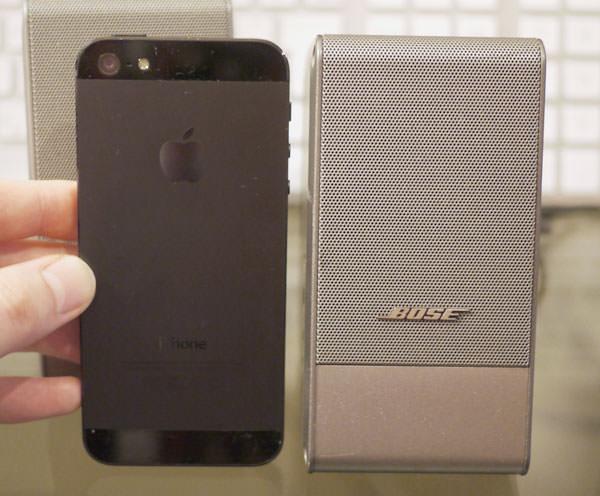 ボーズのコンピューターミュージックモニター 高さはiPhone5くらいの高さ