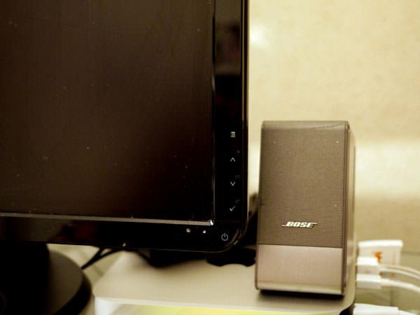 ボーズのコンピューターミュージックモニター Mac miniの上に置いてあります
