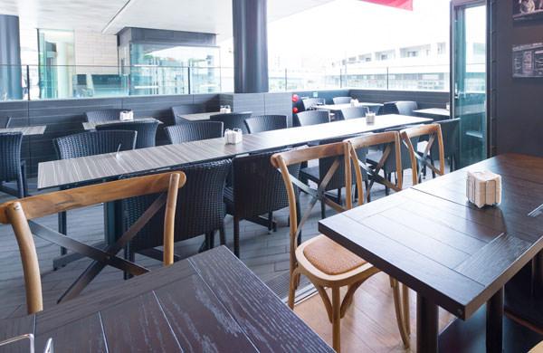 マヨルカのカフェ 座席部分
