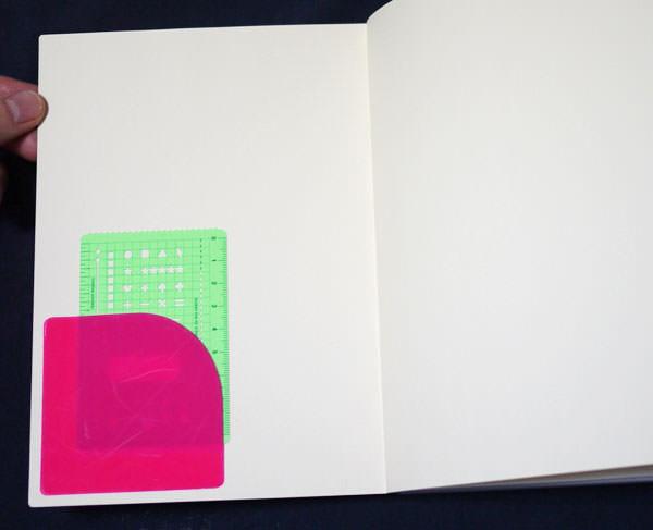 「ポケット付箋」を表紙の裏(表2)に取り付けた画像