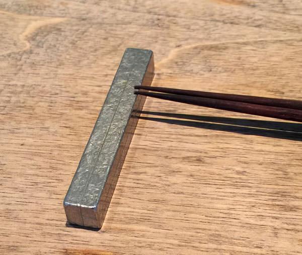 お箸の置き方が細い