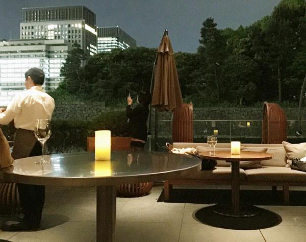 パレスホテル東京 グランド キッチン 夜のテラス席