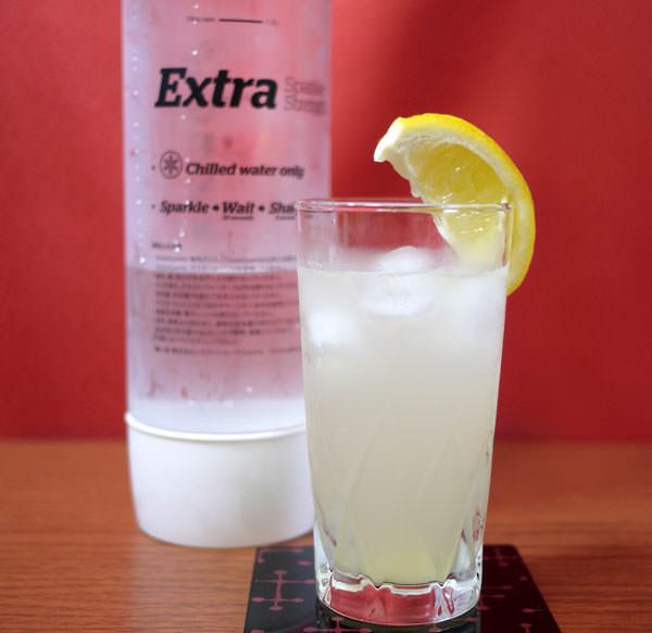 炭酸水で作ったレモンジンジャースカッシュ