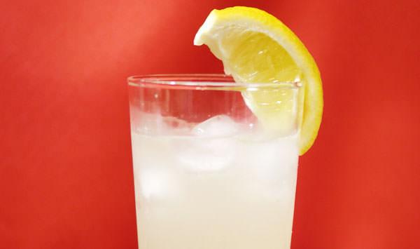 炭酸水で作ったレモンジンジャースカッシュ画像