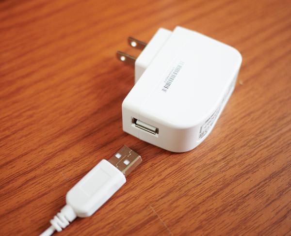 USB端子とアダプターの画像