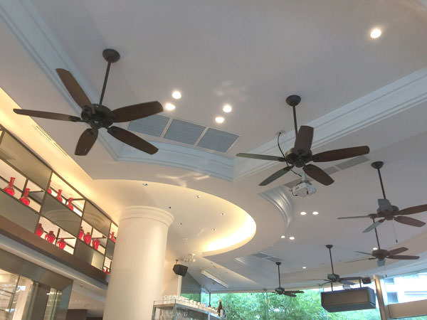 天井のシーリングファン